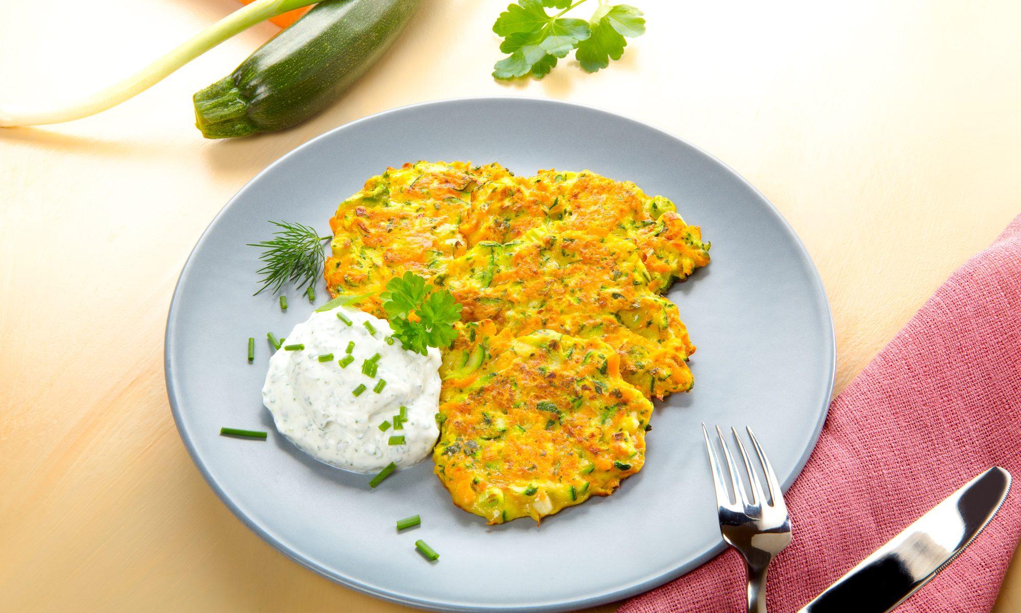 Food, Foodfoto, Foodfotograf. Karotten-Zucchini-Puffer mit Quarkdip