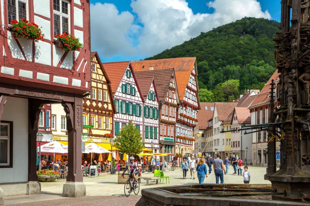 Bad Urach,Blick vom Rathaus zum Marktplatz