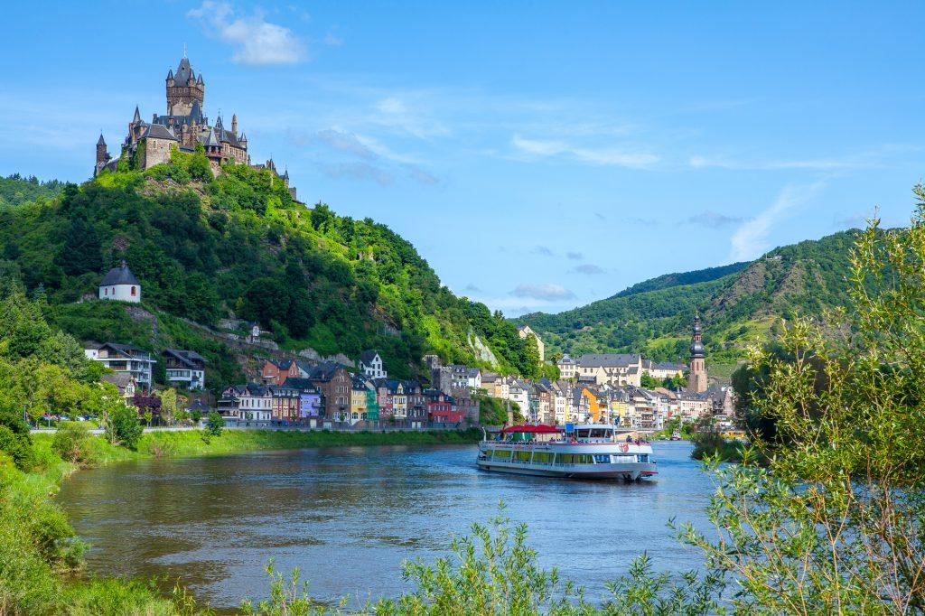 Rheinland-Pfalz, Cochem an der Mosel, Stadtpanorama mit Reichsburg.