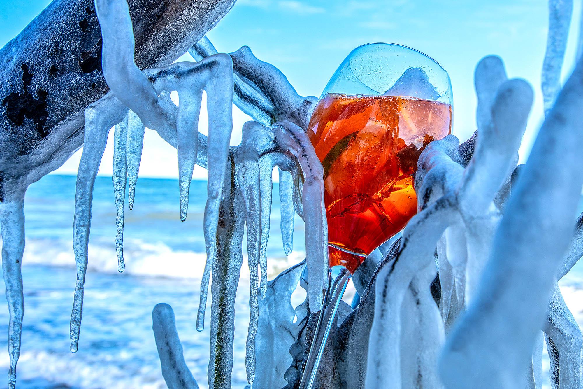 Aperol Spritz im Winter am Strand