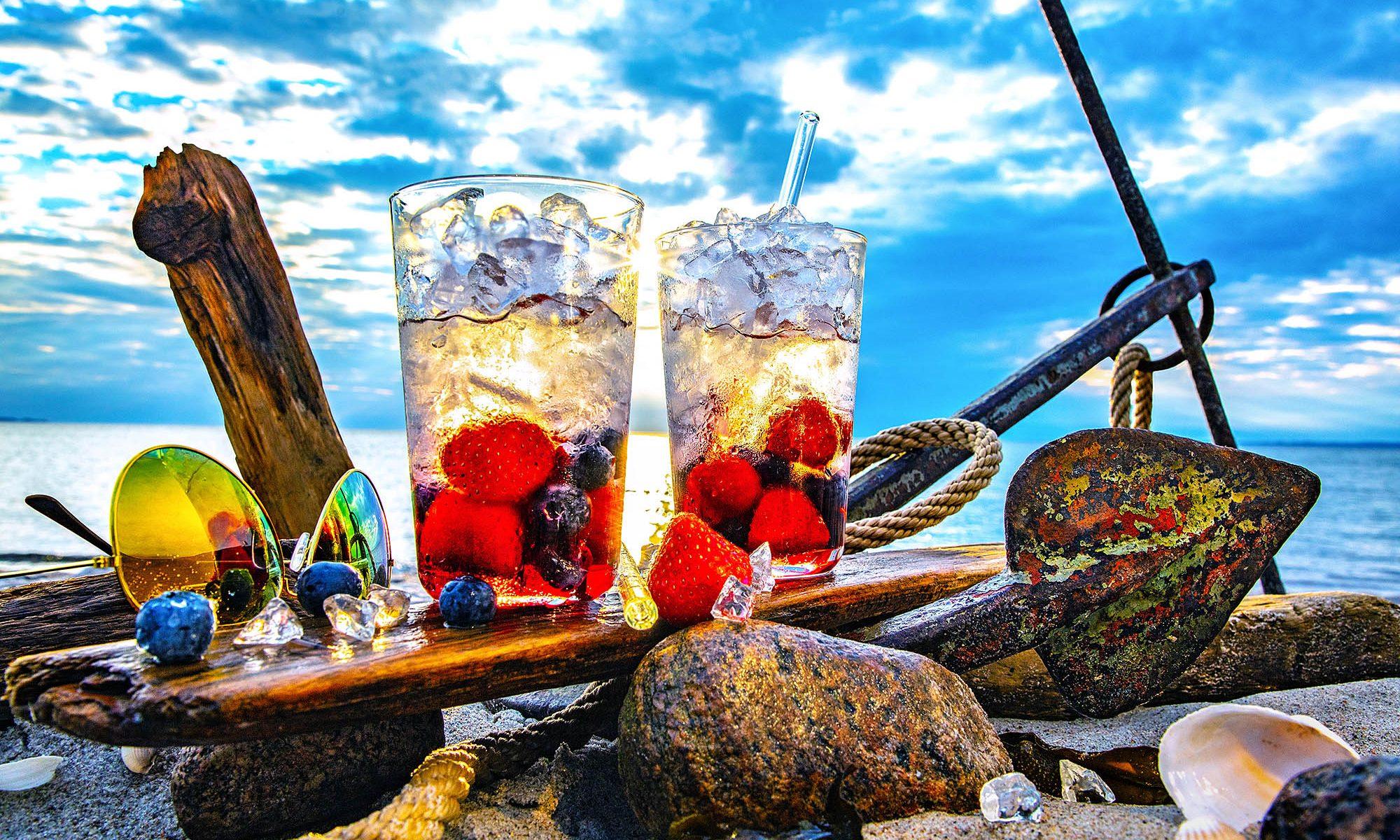 Seebeeren, Strandgut. Getränke mit frischen Beerebfrüchten, Food - Foto